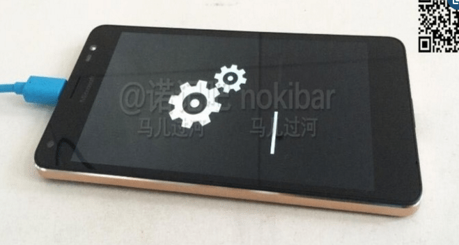 Nuove foto che mostrano il Microsoft Lumia 850 nero e oro
